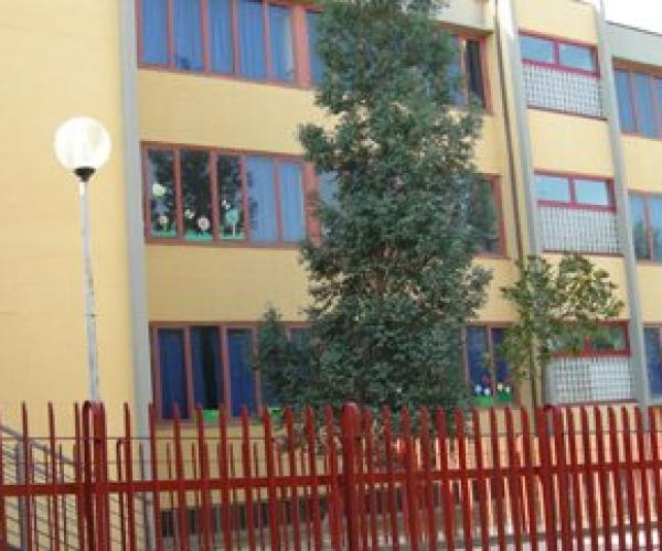 Facciata laterale della scuola primaria Don Milani